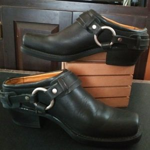 Frye Harness Black Leather 9 1/2 (W) Clogs, Mules